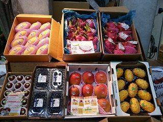 輸入 ・マンゴー ・パッションフルーツ ・ドラゴンフルーツ ・ゴールドキウイ ・アメリカンチェリー 国産 ・宮崎マンゴー ・メロン類 ・いちじく ・小玉スイカ